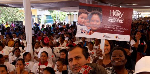 Plantean incorporación de amas de casa a la Seguridad Social ecuatoriana