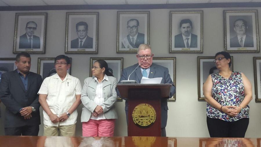 El Salvador: Gobierno presenta iniciativa de reforma de pensiones