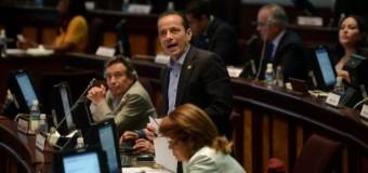 Sostener 'sistema especial' de policías y militares o rebajar beneficios, en Ecuador