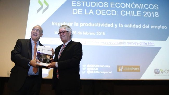 Ocde sugiere a Chile subir impuestos y gasto social, con foco en pensiones