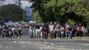 Cientos-manifestantes-universitarios-enfrentaron-antimotines_LPRIMA20180420_0007_27