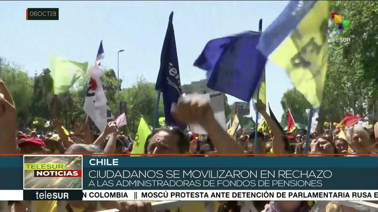Marchan chilenos para que las AFP les devuelvan sus ahorros (Vídeo)