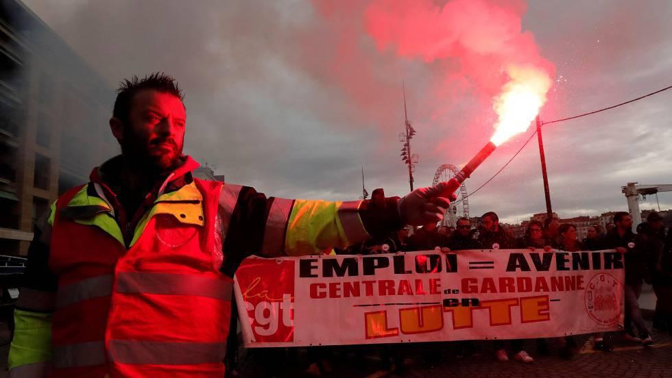La huelga contra la reforma de las pensiones paraliza el transporte público en Francia